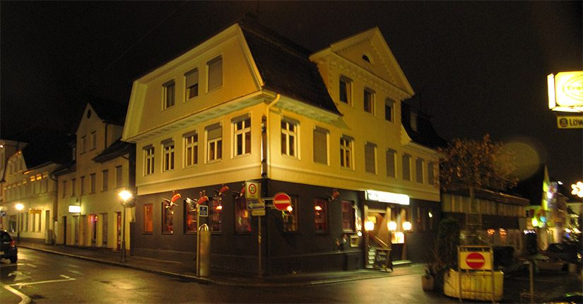 Writer's Irish Pub by night